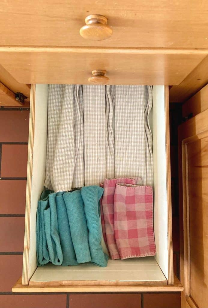 Drawer with placemats and napkins for kids